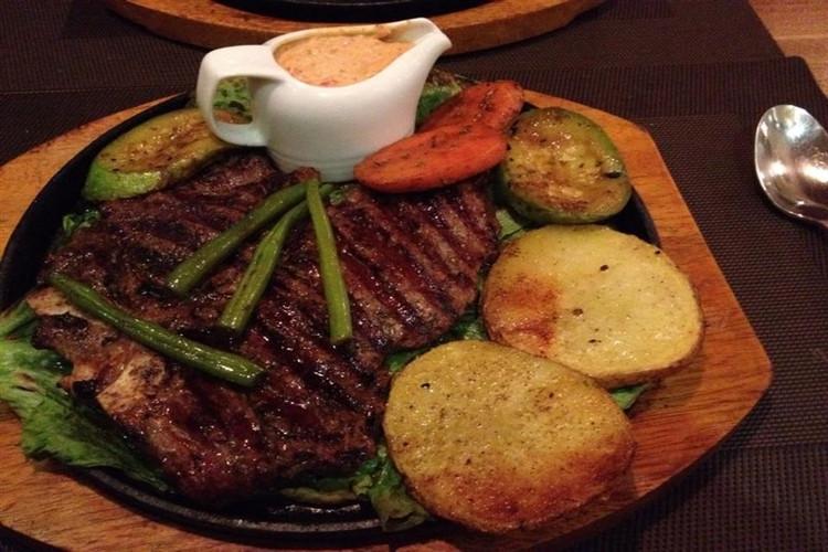 عکس تجربه ای ناب از بهترین غذاهای فرنگی شهر مشهد