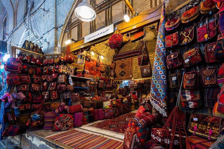 عکس خریدی از جنس خاطره در بازارهای شیراز