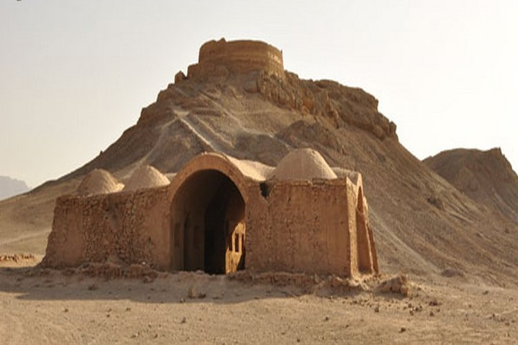 عکس برج خاموشان یزد